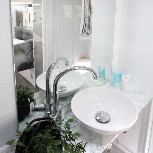 Leura_B6712_BathroomClose